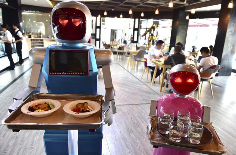 ربات های کمک کننده به انسان